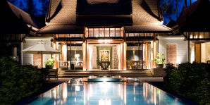 Double Pool Villa - Abendstimmung