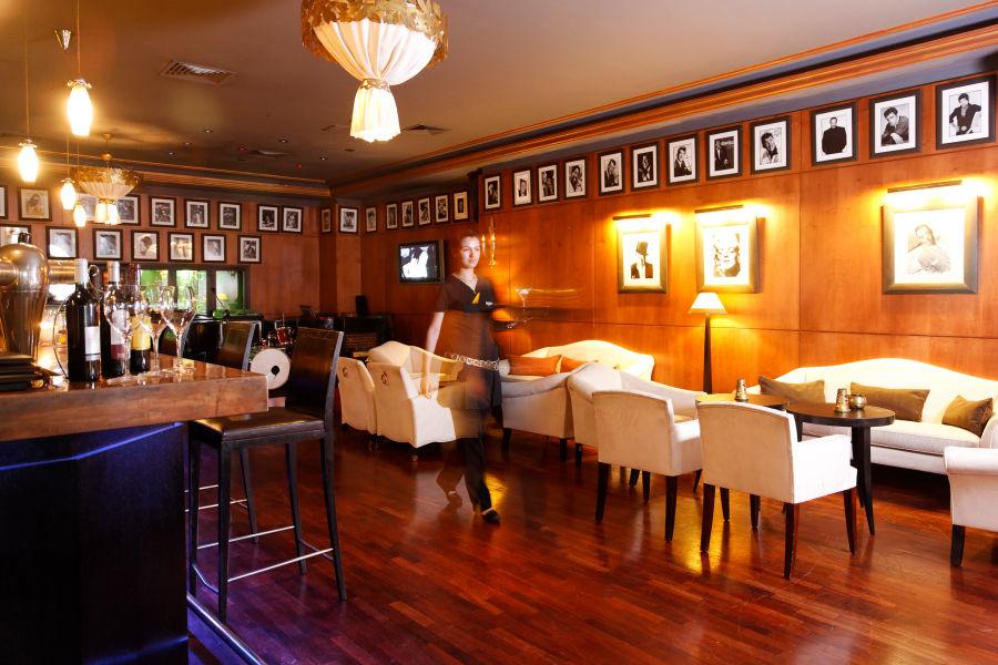 Lawrence Bar