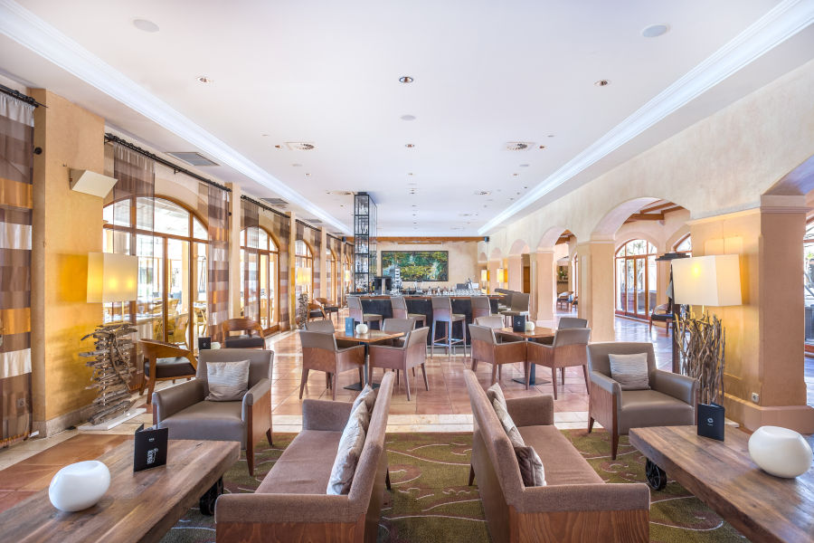 Bar & Lobby