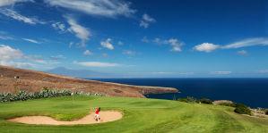 Jardin Tecina Golf. Dieser Kurs bietet spektakuläre Aussichten auf das Tal, den Ozean sowie den 3.718 Meter hohen Teide auf Teneriffa.