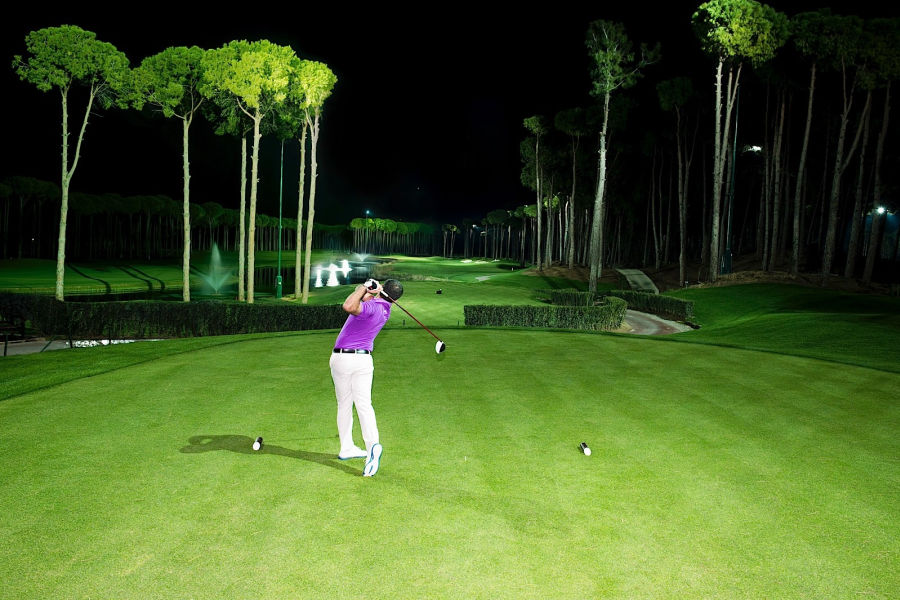 Golfen mit Flutlicht