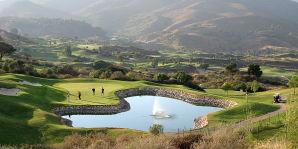 Golfplatz mit Wasserhindernis