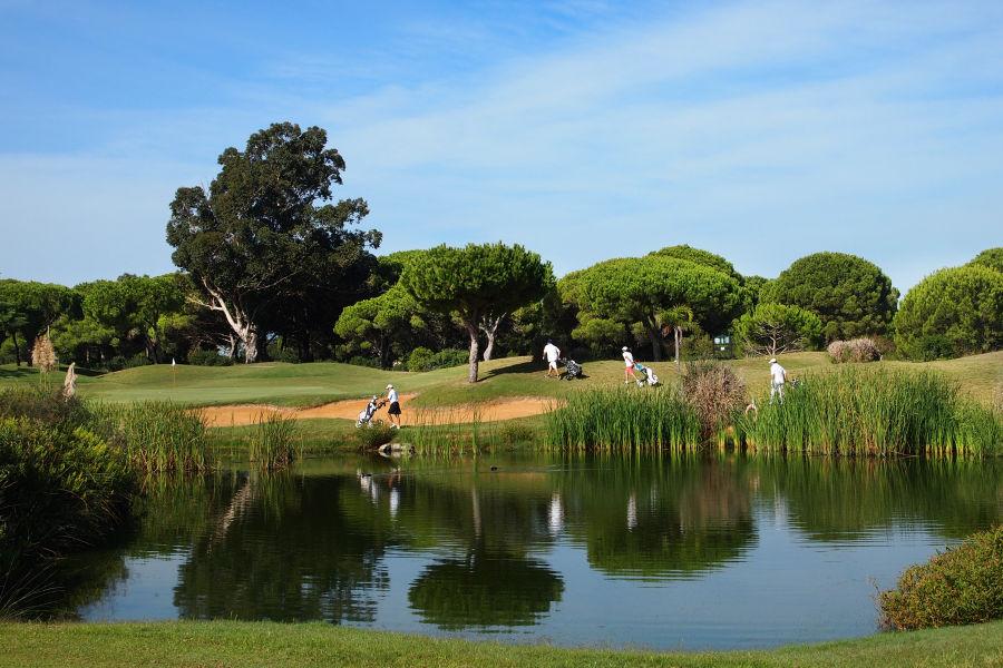 Golfplatz Wasserhindernis