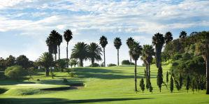 Real Club de Golf Las Palmas. Dank der hervorragenden Lage dieses Golfplatzes genießt man auf den Fairways einen wunderbaren Blick über die Berge.