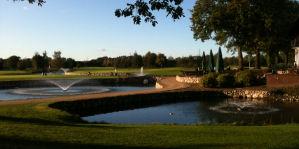 Golf mit Springbrunnen