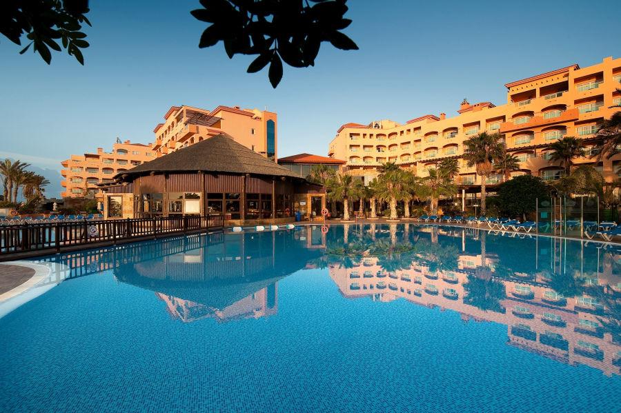 Hotel- Pool Ansicht