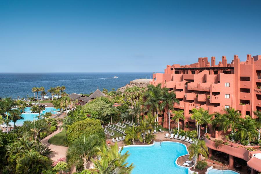 Hotel- Pool und Garten Aussicht