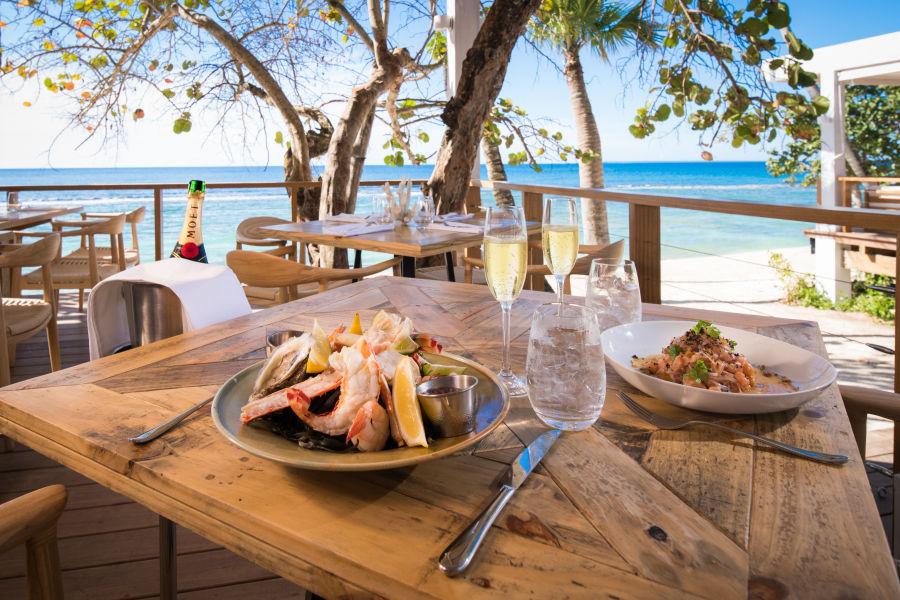 Minitas Beach Club & Bar