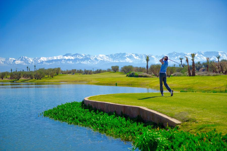 18 Loch Championship Golfplatz mit Blick auf den Atlas