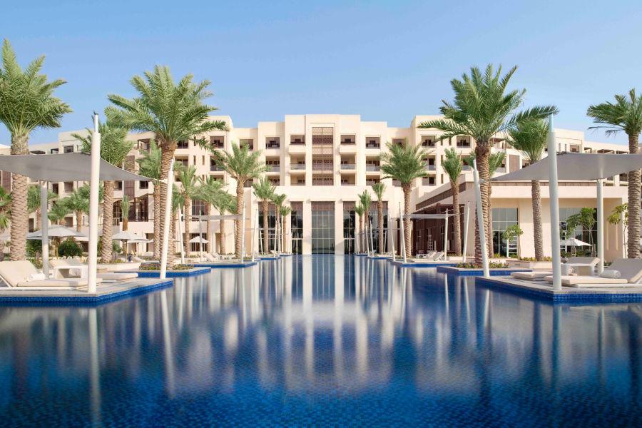 Hotel und Infinity Pool